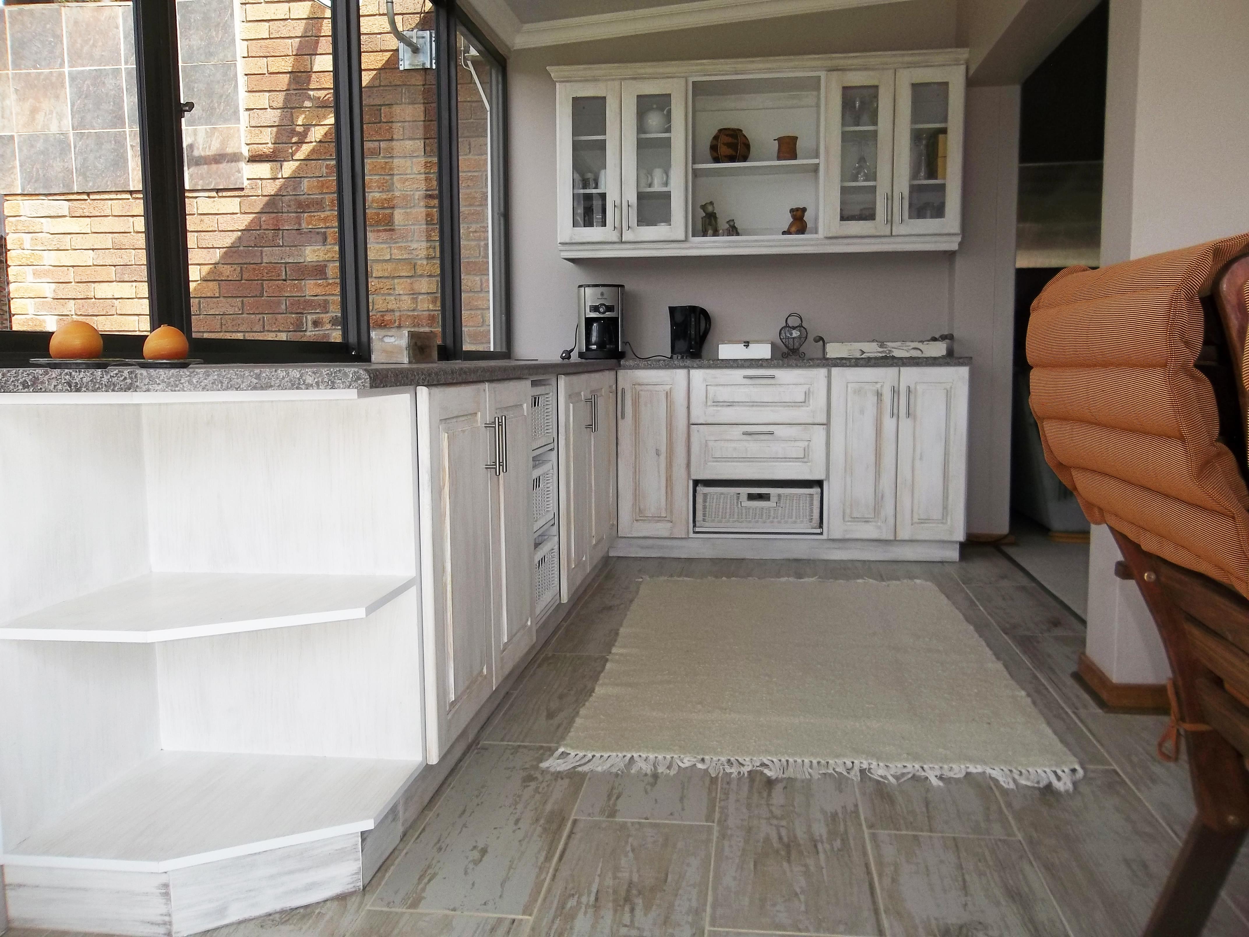 kitchen renovations extreme kitchens wrap doors a kitchen renovated by extreme kitchens